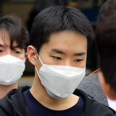 1300 эрэгтэй хүний нүцгэн зураг, бичлэгийг хууль бусаар хийж, зарж, түгээсэн 29 настай Ким Ён Жүн-ны царайг өнөөдөр ил болголоо